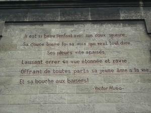Mur d'une ancienne crèche sur un mur de Bordeaux Bastide, en passant... Photo: Valérie Doulevant