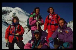 Expédition Népal 1991, sommet à 5416 métres (de g. à dr.: Delphine, Mickaël, Jean-Philippe, Valérie et Grégory)