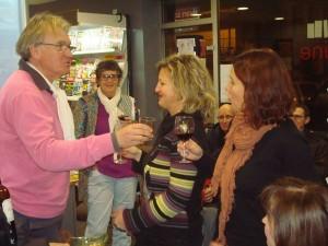 Lecteurs et futurs lecteur de Guy Rechenmann autour d'un verre à la librairie la Petite Machine Photo: Valérie Doulevant