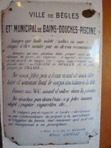 Ancien règlement, affiché à l'entrée de la piscine de Bègles Photo: Valérie Doulevant