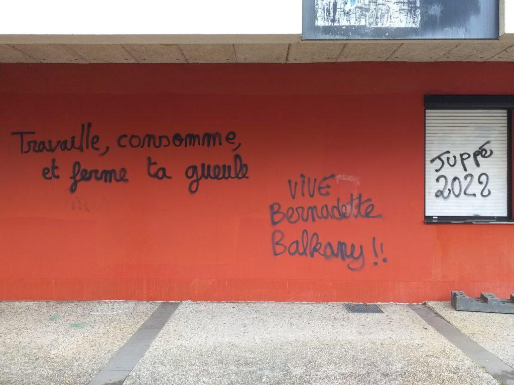 Université Bordeaux Montaigne: expression libre par des graffitis sans cesse effacés, sur les murs